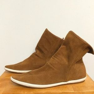 🌘SANUK brown suede slouch  booties